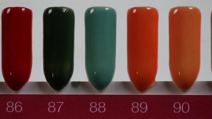 Színes porcelánporok palettán - Crystal Nails