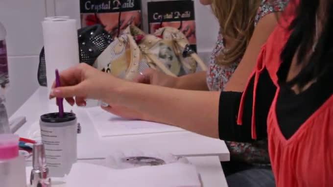 Egy mozdulat akril festékkel - műköröm tanfolyam - Ízelítő