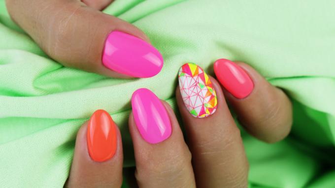 Crystal Nails körömnyomda használata, neon Art Gel díszítéssel
